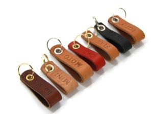 Personalisierbarer Schlüsselanhänger farbig aus Leder
